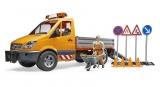 Jucarie Sprinter municipal Mercedes Benz cu muncitor, sirena si accesorii Bruder