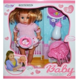Bebelus fetita cu biberon si accesorii